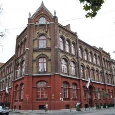 Képző- és Iparművészeti Szakgimnázium és Kollégium (Forrás: wikimapia.org)