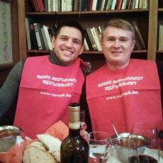 Vörös Postakocsi Étterem - Boldog vendégek